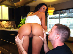 Rachel Starr gets her juicy ass worshipped in the kitchen
