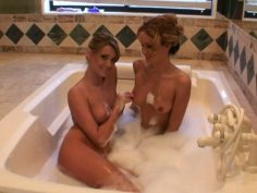 Prinzzess Sahara and her girlfriend taking bubble bath