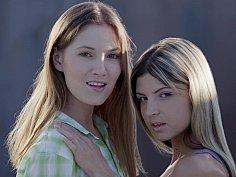 Licking teens Caroline & Gina Gerson