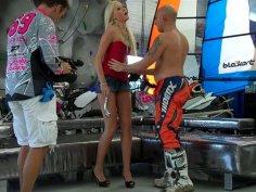 Sporty chick Teena Lipoldina seduces a rock-climber and for pleasing him