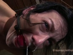 Blue eyed whore Elise Graves moans because of pain with her body tied firmly